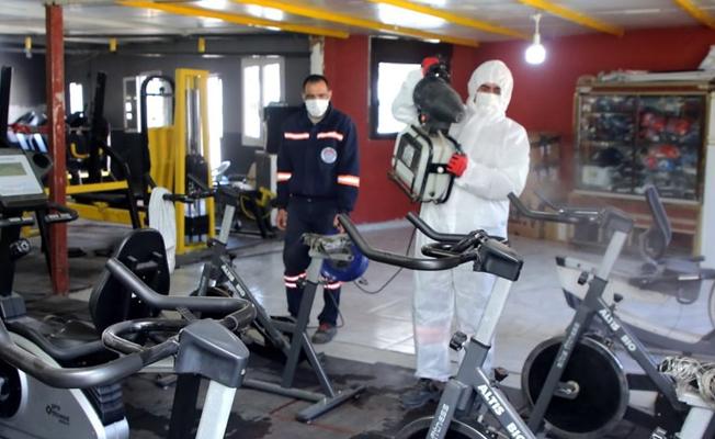 Akdeniz Belediyesi Spor Salonlarını İlaçlayıp Dezenfekte Ediyor
